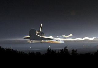 320px-STS-135_landing_cropped.jpg
