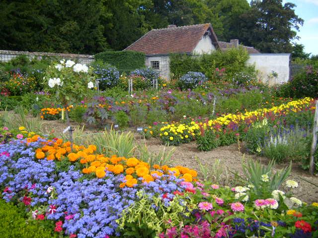 Chateau_de_Bouges_Flower_Garden_1.jpg