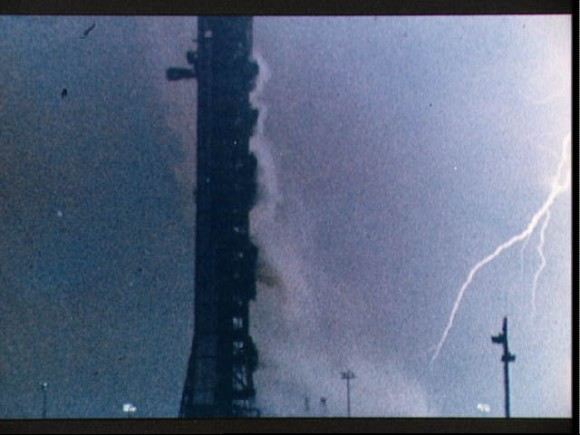 Lightning-bolt-during-the-launch-of-the-Apollo-12-lunar-landing-mission-580x435.jpg