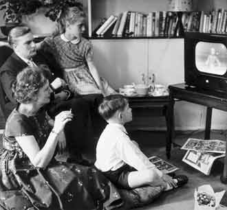 TV_Shows_We_Used_To_Watch_-_1955_Television_advertising.jpg