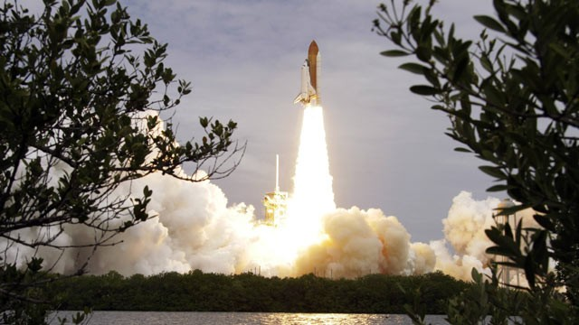 ap_nasa_space_shuttle_atlantis_lt_110709_wg.jpg